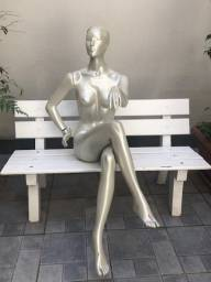Título do anúncio:  Duas Manequins Sentadas - Resina alta qualidade semi-novos R$ 580,00