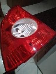 Lanterna traseira esquerda do Focus Sedan Guia