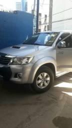 Vende-se Toyota Hilux - 2014