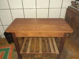 Mesa de madeira toda na madeira rústica
