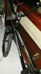 Vendo bicicleta monark 350 Reais e barbeador 100 Reais