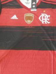 Camisa oficial do Flamengo 2020/21 com path campeão da libertadores