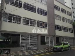 Apartamento com 3 dormitórios para alugar, 170 m² por R$ 1.200,00/mês - Fundinho - Uberlân