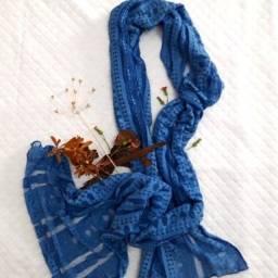 Echarpe Azul rendada