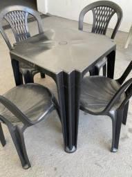 Título do anúncio: Temos jogo de mesa e cadeira plástica no atacado pra lanchonete
