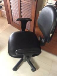 Título do anúncio: Vendo cadeira de escritório em bom estado,