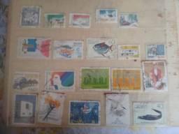 Selos Coleção de 380 unidades do Brasil e de outros países Antiguidade R$ 99