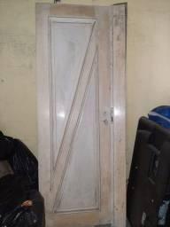 Título do anúncio: Vendo 1 porta de madeira