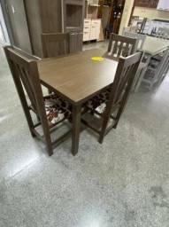 Mesa com 4 cadeiras em eucalipto maciço