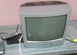 Título do anúncio: Vendo uma tv 14 polegada com o conversor completo cabo controles