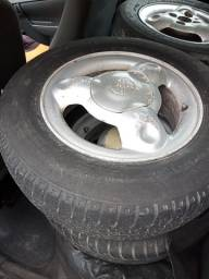 Jogo de roda aro 13 com pneus original Chevrolet