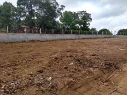 Terreno plano de frente pro asfalto - no Centro do Bairro Caputera - Ao Lado da Escola -