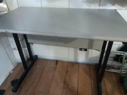 Mesa para computador/escritório semi nova