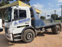 Mb atego 1725 ano 2006 toco 4x2 no chassi