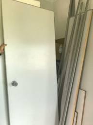 Divisória com porta 2,30 X 2,57