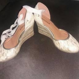 Sandália semi nova( usada apenas uma vez)