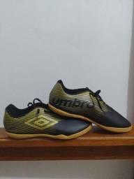 Título do anúncio: Chuteira Umbro Futsal Nova - (Nunca usada)