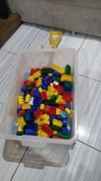 Carrinho de com 100 peças de lego em perfeito estado