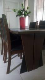 Título do anúncio: Vende-se uma mesa com 4 cadeiras