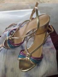 Sapatos pouco usados