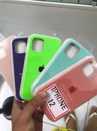 Capas cases para diversos modelos de iPhone.