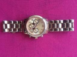 (Aceito cartão) Relógio feminino dourado em bom estado de conservação