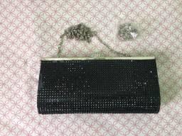 Título do anúncio: (Aceito cartão) Bolsa de Mão para Festa - Cor Preta, Detalhes em Prata