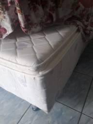 Esta cama box permex de cor branca.