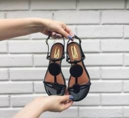 Sandálias e slide