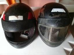 Vendo 2 capacete por 50 cada um 25 entrego