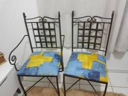 2 cadeiras R$ 300,00 nao abaixo o preco *