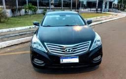 Hyundai Azera ano 2012 top de linha com banco caramelo e teto solar panorâmico.