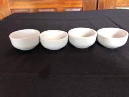 Manteigueira de porcelana