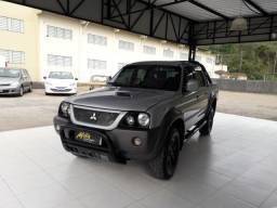 Mitsubichi L200 Outdoor 2012 4x4 Diesel Manual. 206 Mil Km