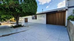 Casa à venda no bairro São Francisco, com 4 quartos, sendo 2 suítes