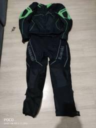 Vendo conjunto de motociclista da Kawasaki