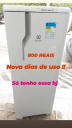 Título do anúncio: Geladeira Electrolux RE 31 SEMI NOVA original 240 LTS 110 vts