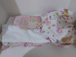 Título do anúncio:  Jogo de lençol de berço e roupão de bebê
