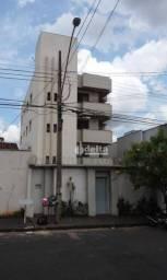 Apartamento com 3 dormitórios para alugar, 137 m² por R$ 1.200,00/mês - Santa Mônica - Ube