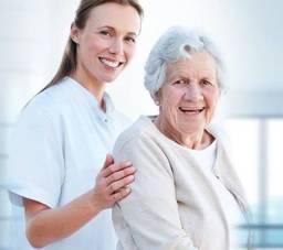 Acompanhante de idosas