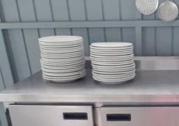 Título do anúncio: Pratos grandes raso buffet cerâmica