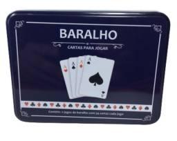 Jogo De Cartas Baralhos Lata Com 104 Cartas.