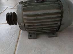 Motor trifásico de baixa rotação