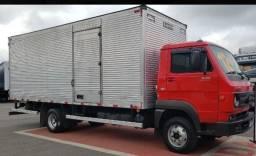 Título do anúncio: Caminhão baú auxiliará nas mudanças e fretes