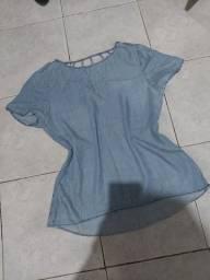 Blusa jeans com detalhe traseiro TAM M