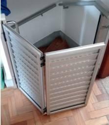 """Título do anúncio: Porta """"portãozinho"""" gradeada articulada em alumínio"""