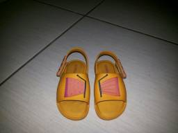 Mini melissa e sandália que acende