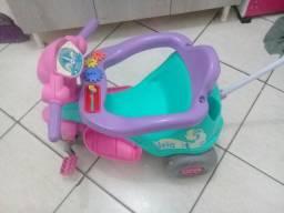 Triciclo e cadeirinha infantil