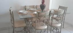 Mesa com 6 cadeira