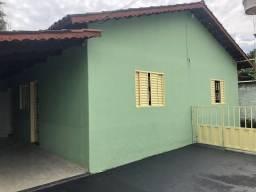 Alugo casa 2/4 no Parque Flamboyant em Aparecida de Goiânia